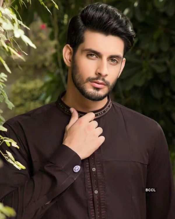 Pakistani Model Hailed as 'Gentleman' for his act of kindness