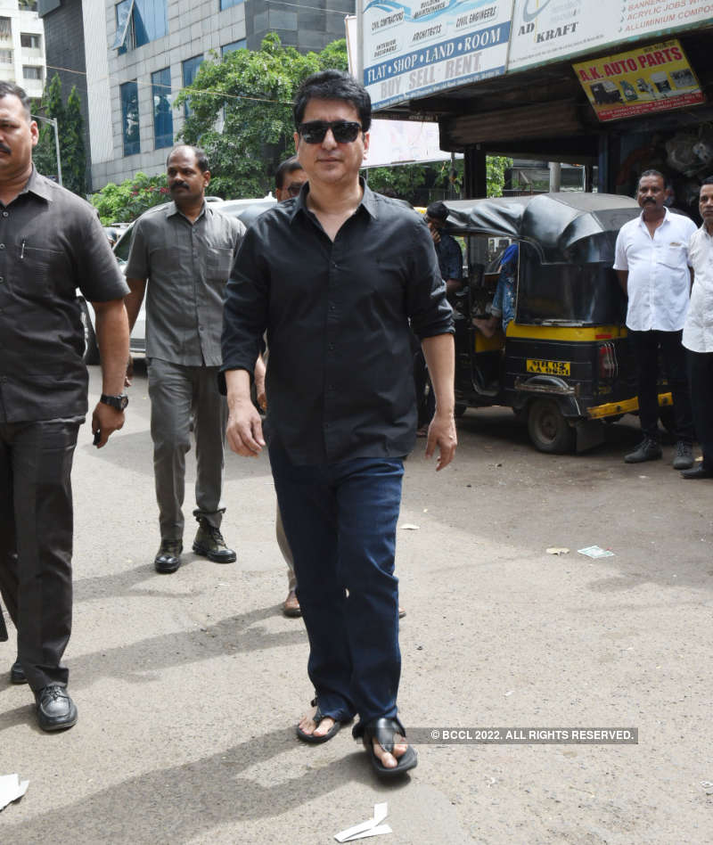Celebs attend film producer Champak Jain's funeral
