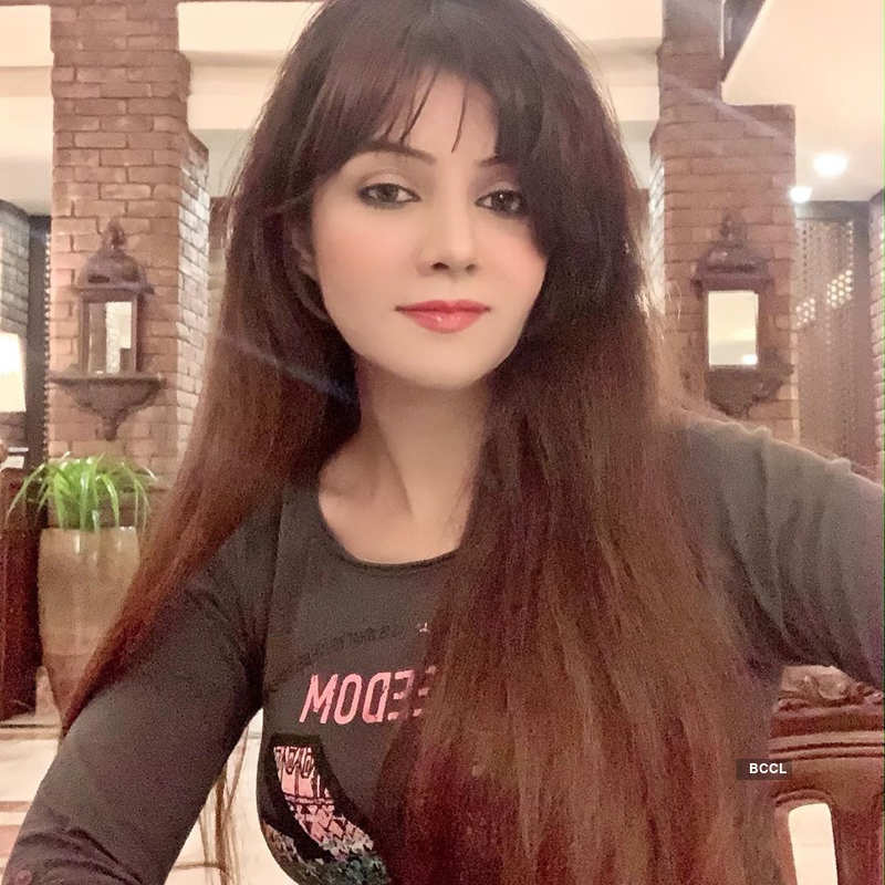 Pakistani singer Rabi Pirzada's nude pictures and videos leaked online