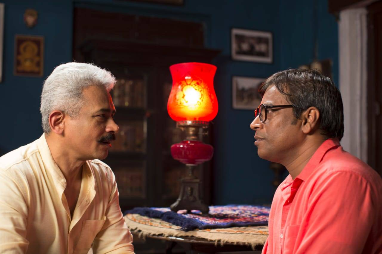 Atul Kulkarni with Manoj Mishra in a scene1.