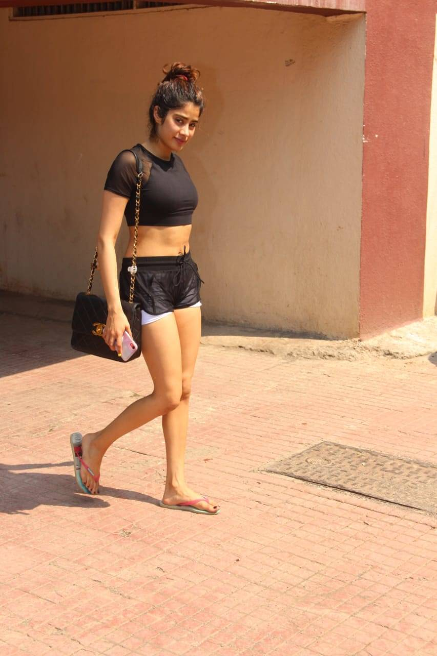Slaying in style: Janhvi Kapoor sets the temperature soaring as she gets snapped in stunning black athlei - Times of India temperature, style, soaring, snapped, slaying, kapoor, janhvi