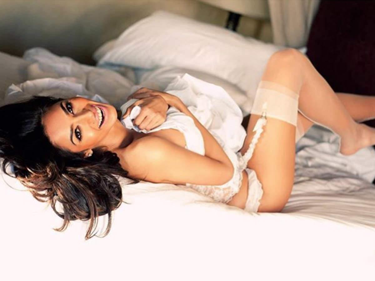 Mallika Sherawat Hot Photos & Sexy Video