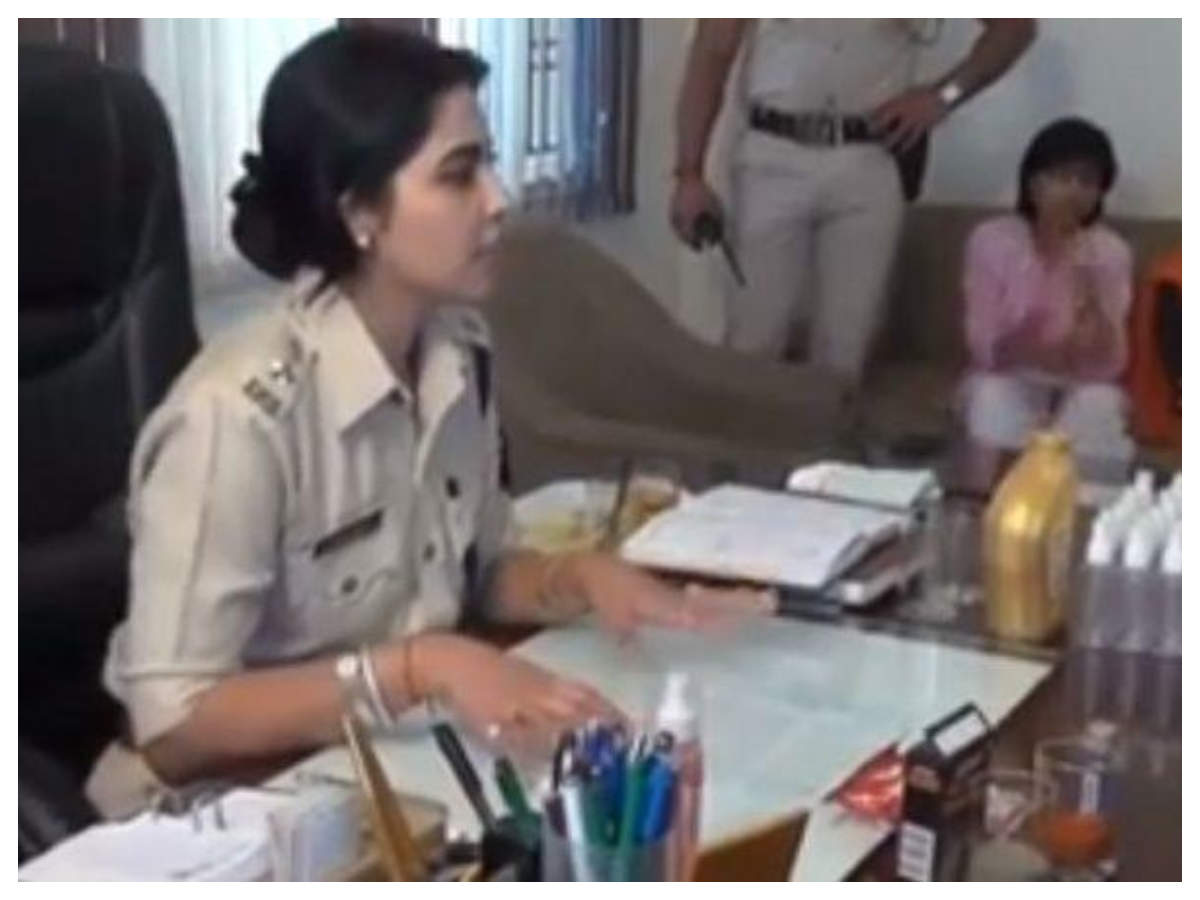 IPS officer teaches how to make pepper spray at home   The