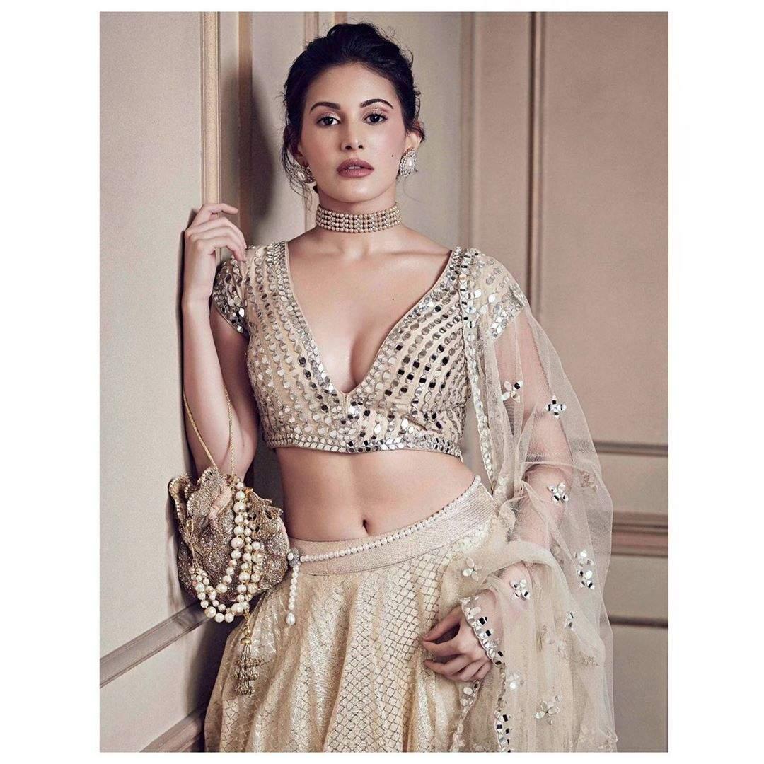 Amyra Dastur Hot Photos & Sexy Video