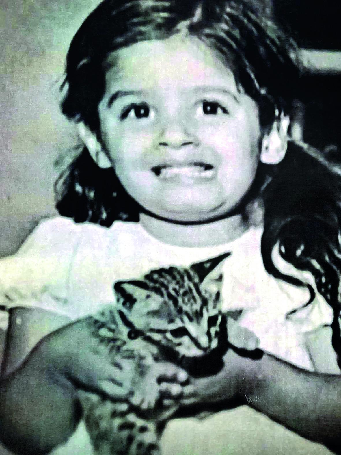 CHILDREN_RAVEENA TANDON WITH HER KITTEN