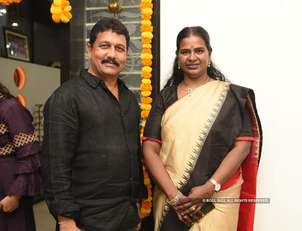 Former Hyd Mayor Karthika Reddy hosts a Diwali party