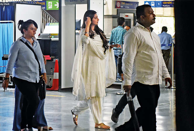 Sonam Kapoor shooting in Gurgaon Rapid Metro