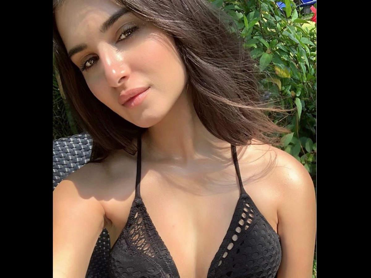 Tara Sutaria Hot Photos & Sexy Video