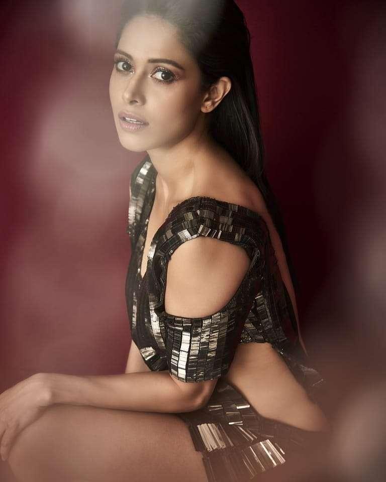 Nushrat Bharucha Hot Photos & Sexy Video