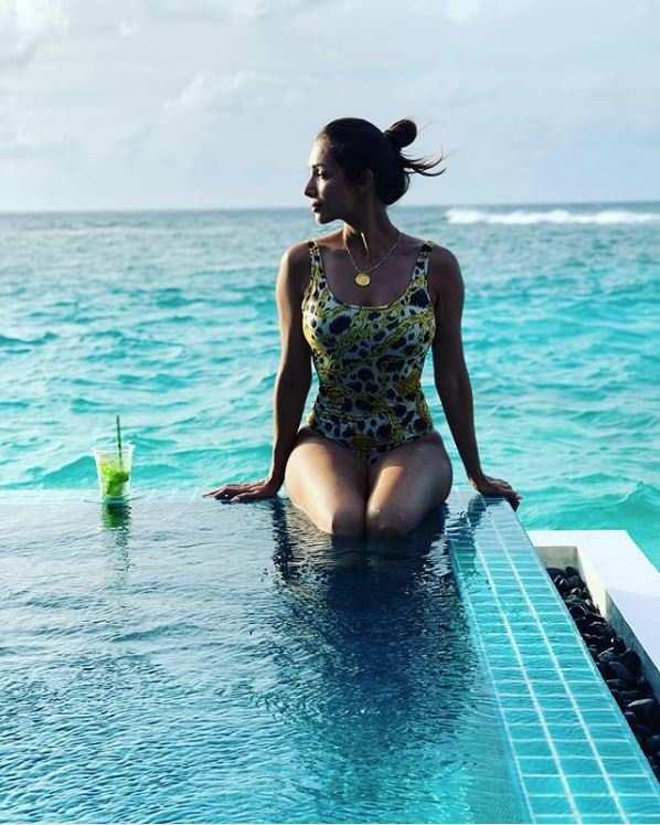 Malaika Arora Hot Photos & Sexy Video