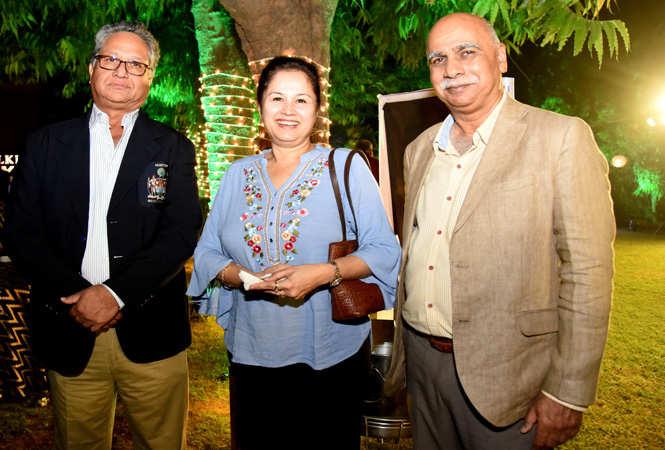 Bhawani Singh, Rani and Randheer Singh Mandawa