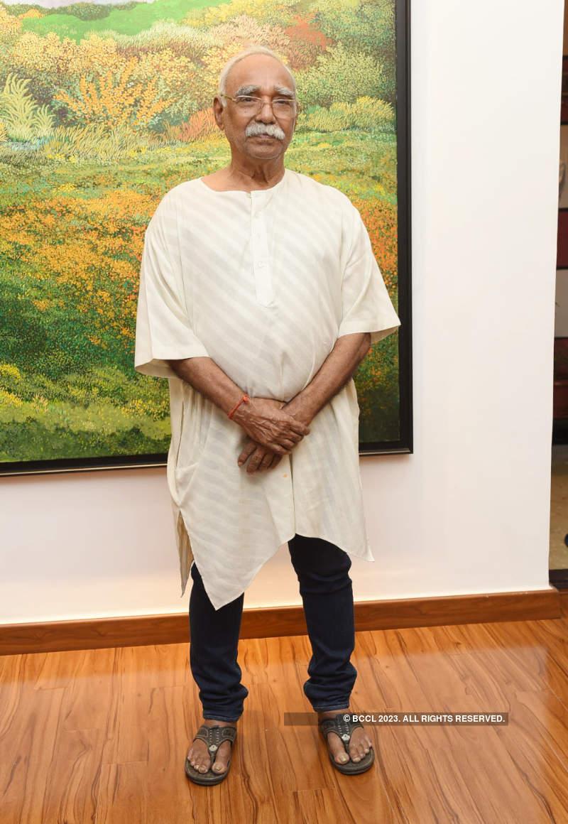 Arun Khan pays tribute to her artist father Surya Prakash