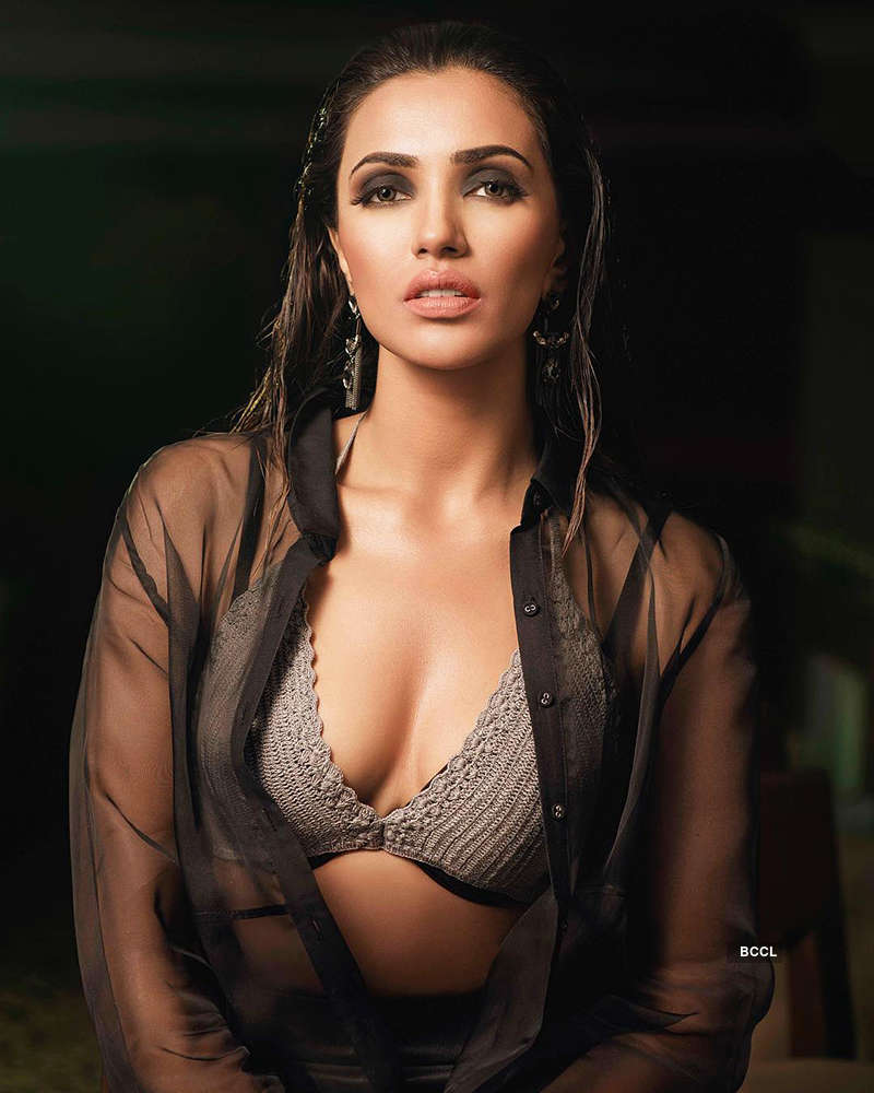 Irresistible and breathtaking pictures of South siren Akshara Gowda