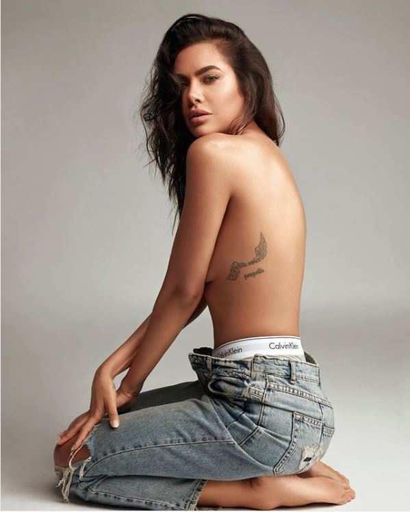 Esha Gupta Hot Photos & Sexy Video