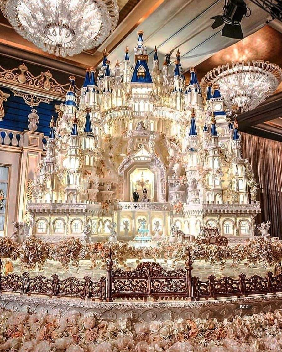 35 pictures of grand wedding cakes that'll leave you speechless
