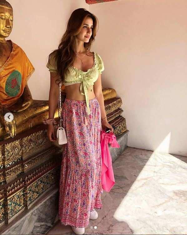 Disha Patani Hot Photos & Sexy Video