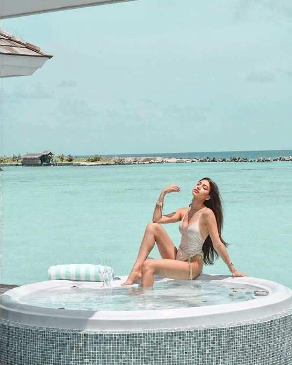 Alanna Panday Hot Photos & Sexy Video