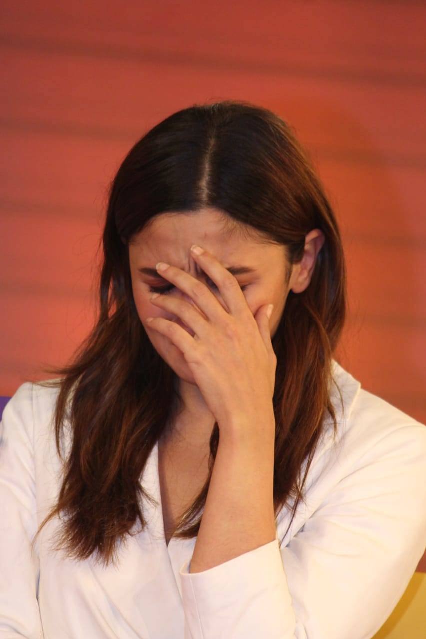 Alia Bhatt Breaks Down In Tears While Speaking About Sister Shaheen S Battle With Depression Hindi Movie News Times Of India Red chillies entertainment na russkom. alia bhatt breaks down in tears while