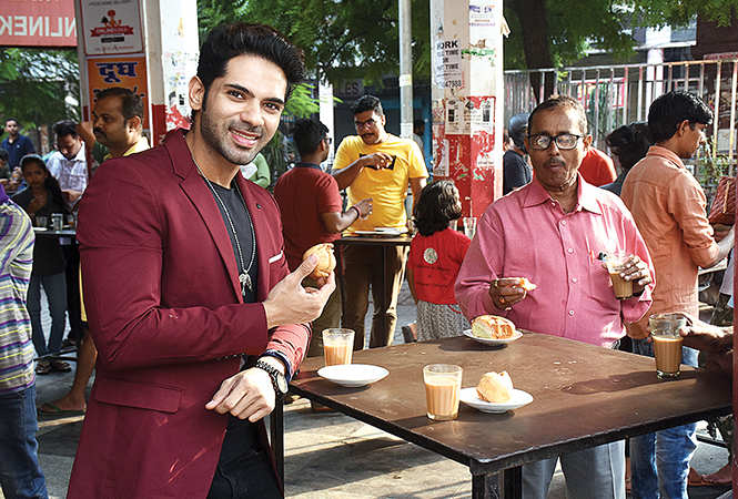 Ankit visited Sharma Chai at Lalbagh and feasted on the chai and samosa there. (BCCL/ Vishnu Jaiswal)