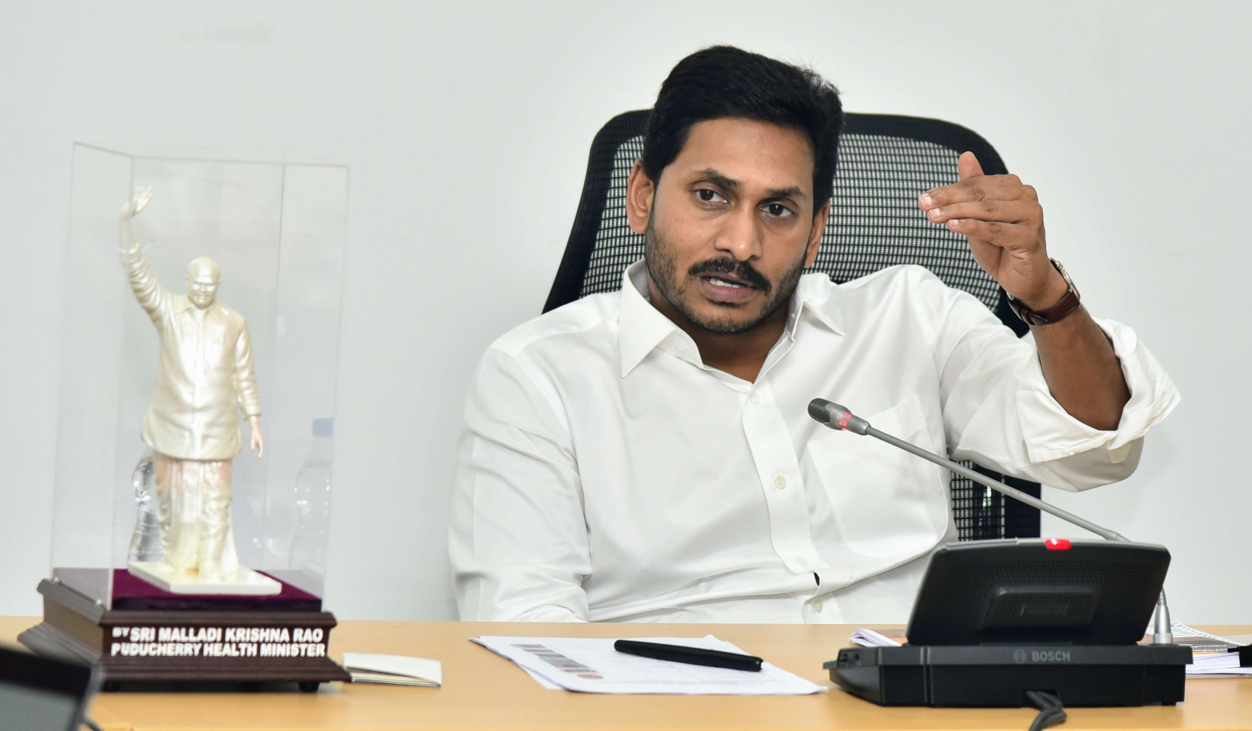 Andhra Pradesh CM Jagan Mohan Reddy hails Telangana CM for Hyderabad encounter