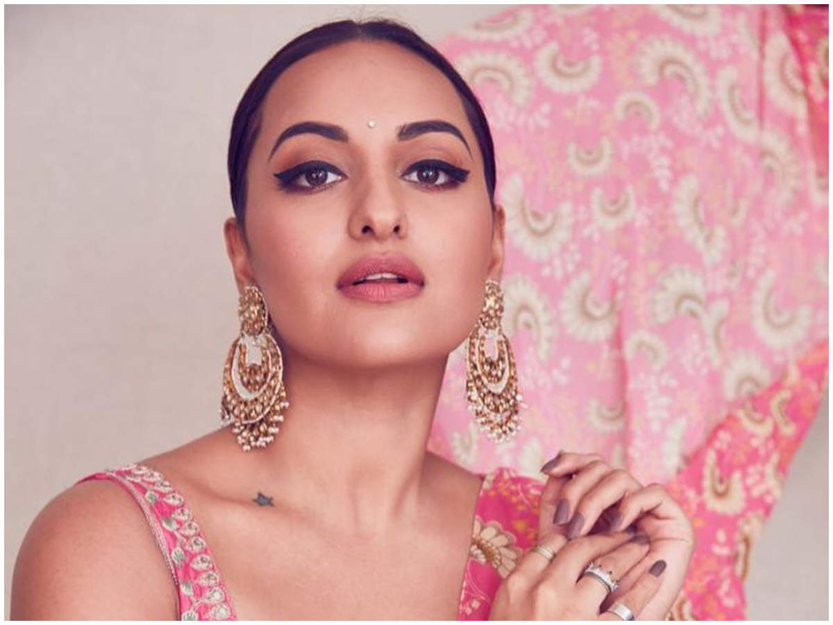 Sonakshi Sinha feels THIS Bollywood diva is 'super-sexy'