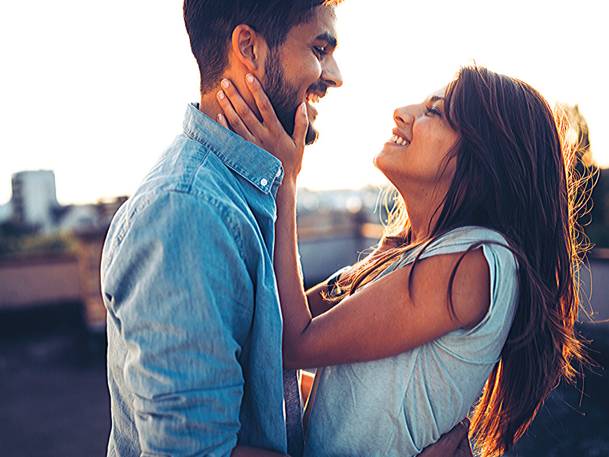 5 zodiac signs who often fall in love at first sight! | The Times of India