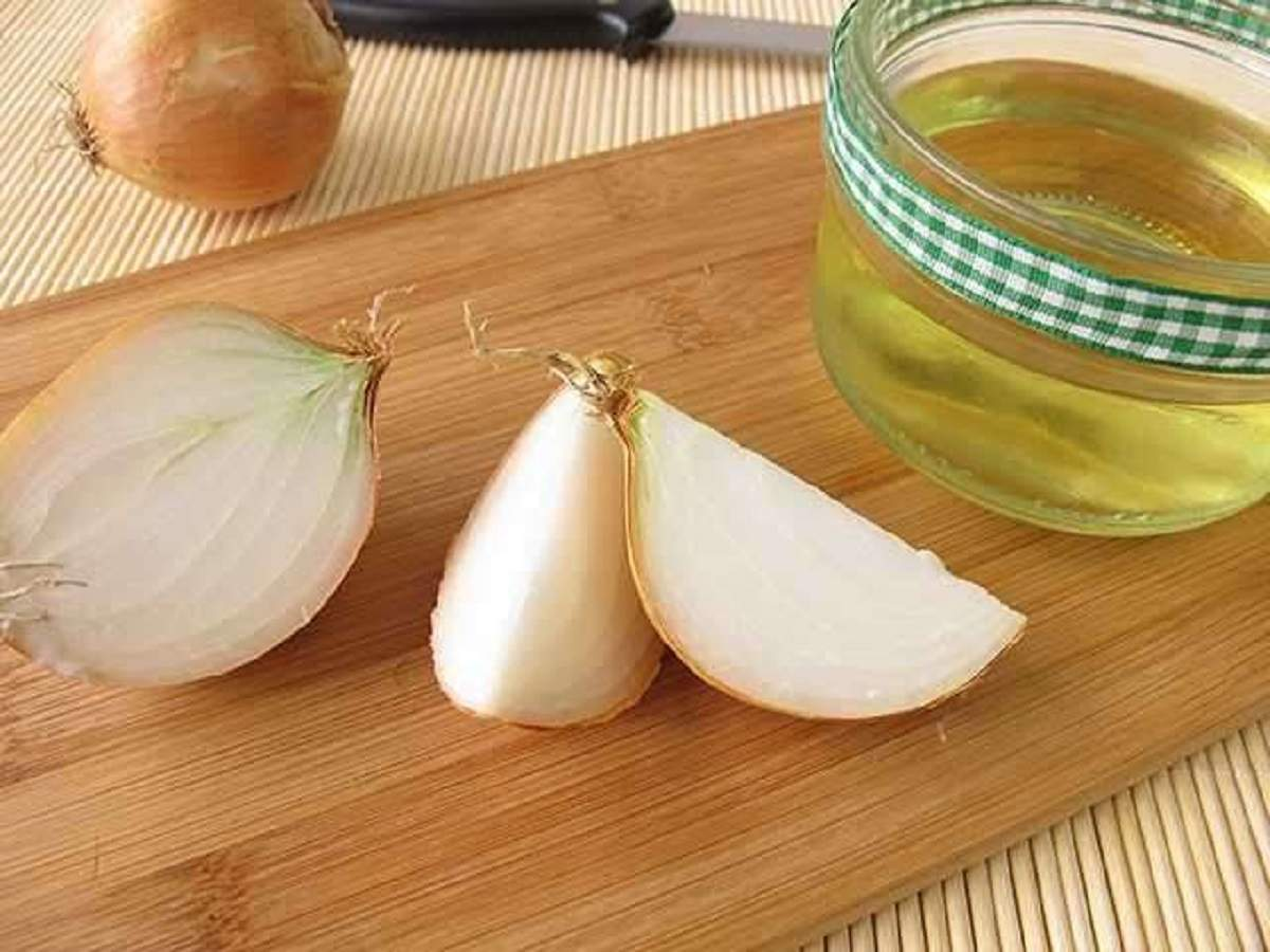 Add shine to your hair with these onion oils