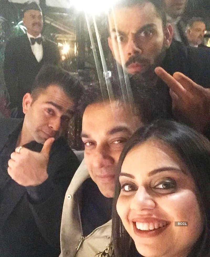 Unseen goofy pictures from Virat Kohli and Anushka Sharma's wedding reception