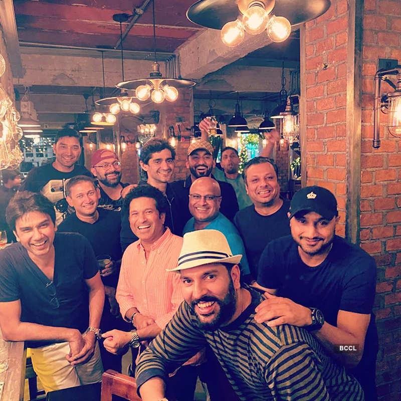 Yuvraj Singh celebrates birthday with Sachin Tendulkar, Zaheer Khan, Harbhajan Singh, see pictures