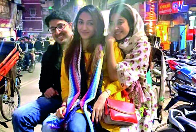 Janhvi enjoying the rickshaw ride with her friends (BCCL)