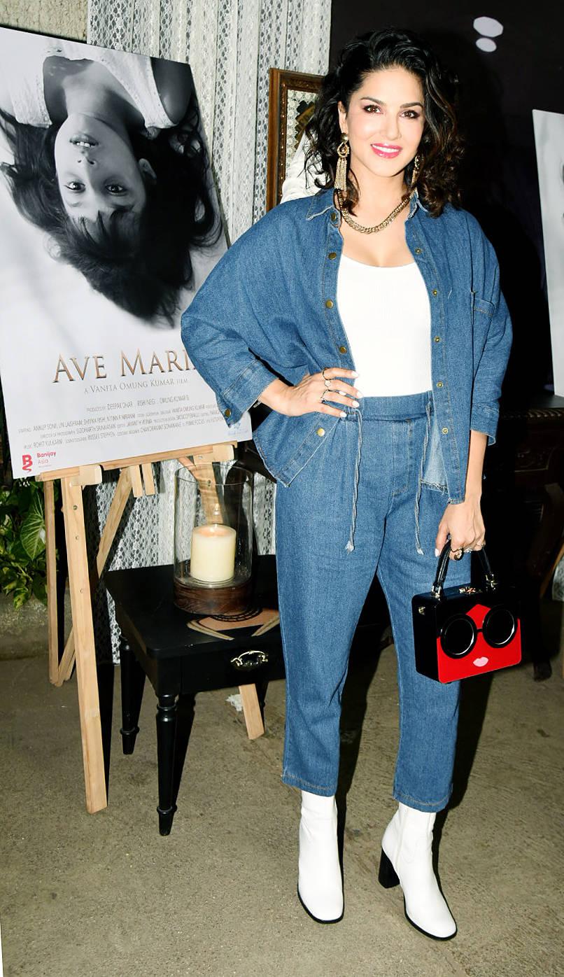 Sunny Leone (1)