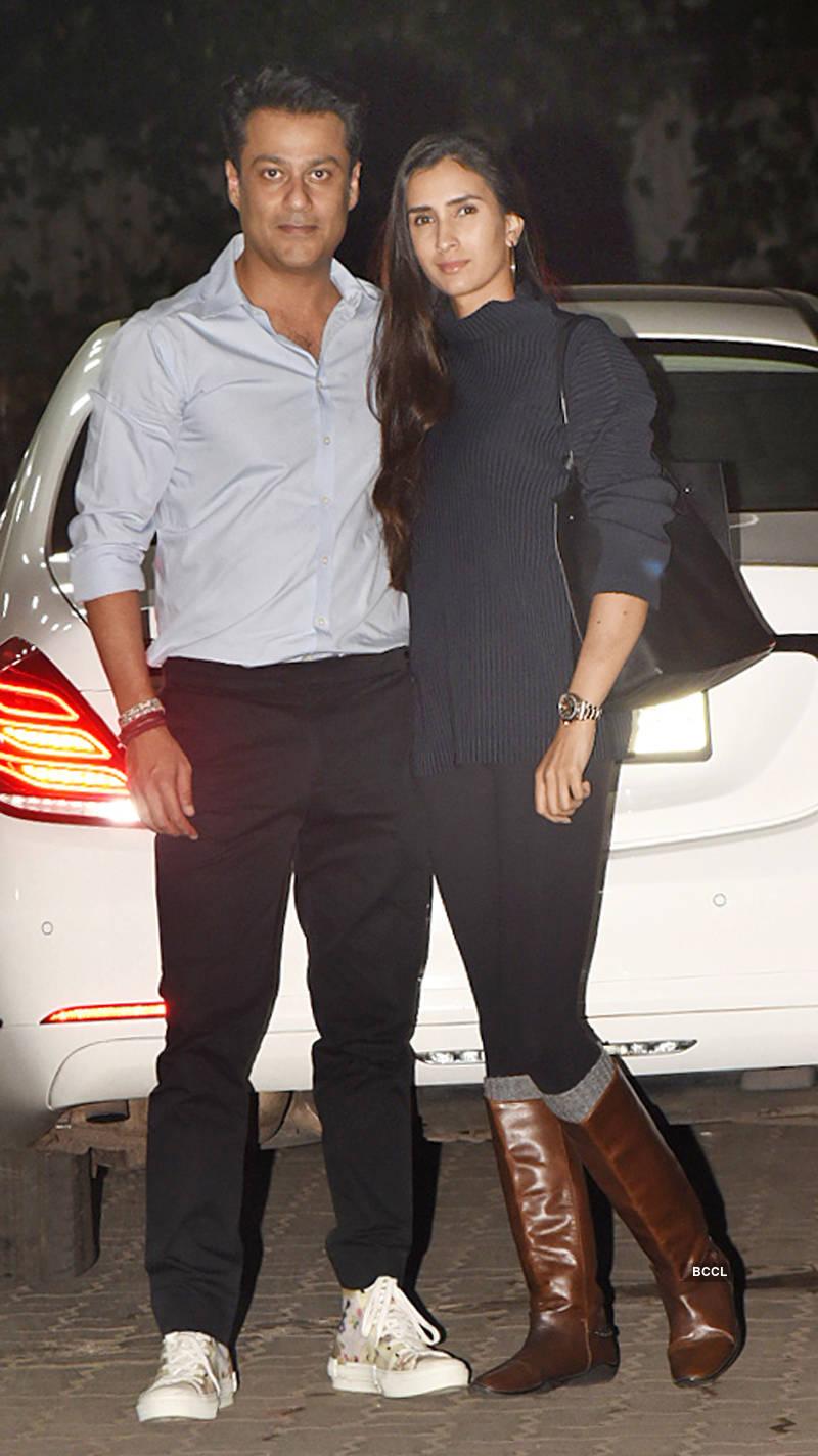 Salman celebrates Sohail's birthday with Iulia, Sangeeta and other celebrities