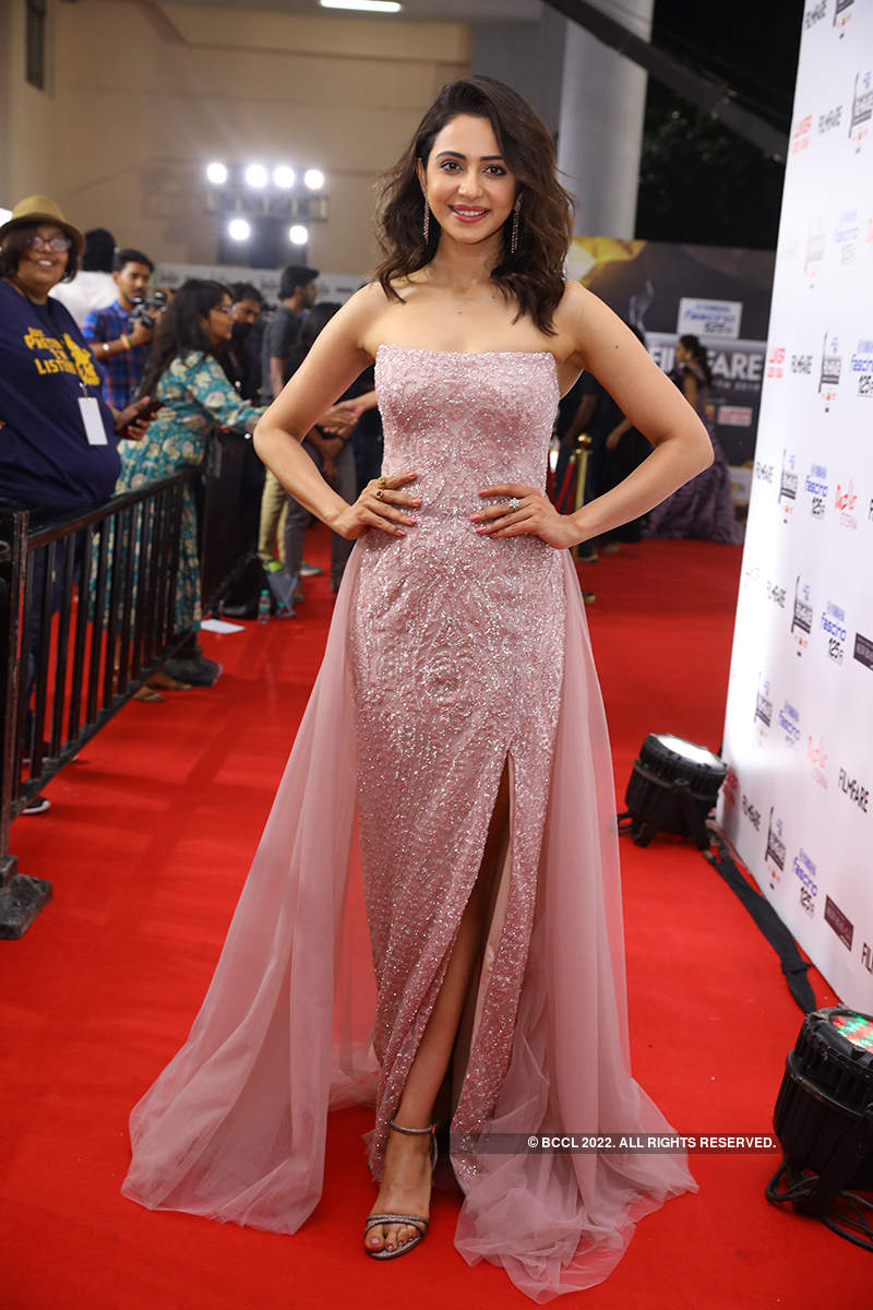 Glam celebs strike a pose and make an impact at the 66th Yamaha Fascino Filmfare Awards (South) 2019