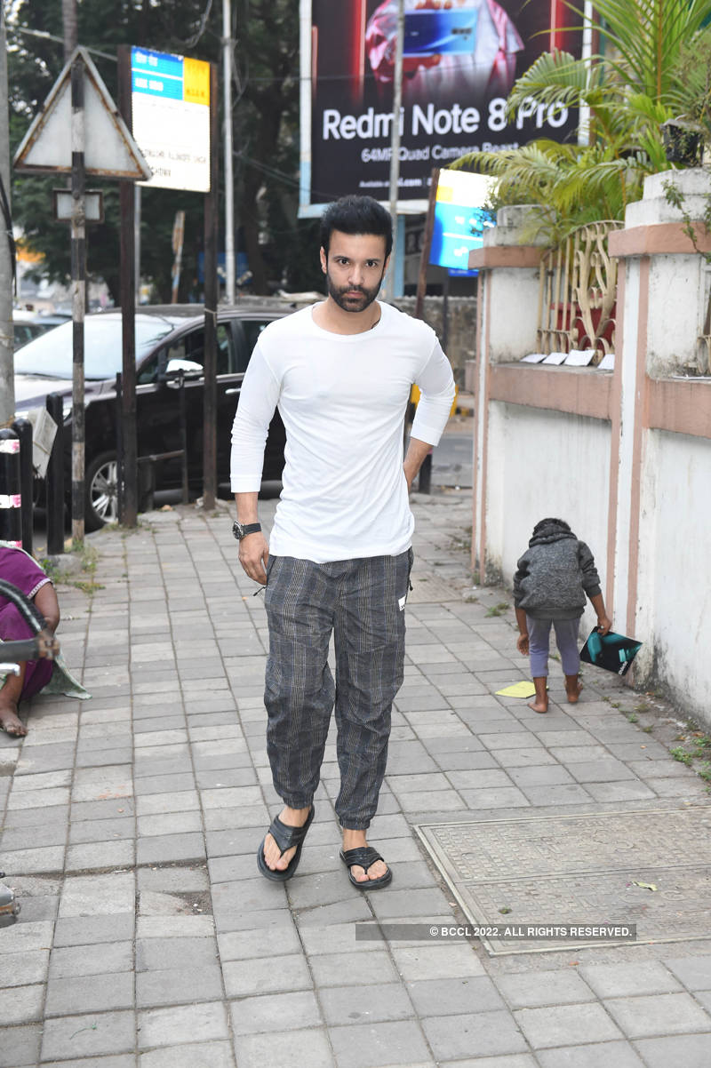 Aamir Ali, Chetan Hansraj, Hussain Kuwajerwala, Karanvir Bohra and others attend Kushal Punjabi's prayer meet