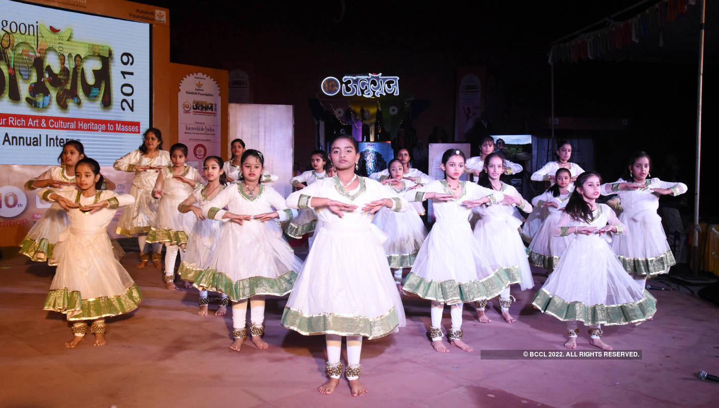 Artistes perform at Anugoonj Festival