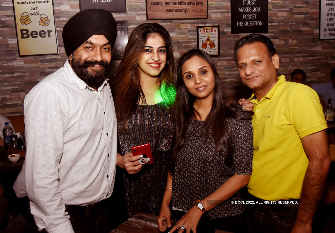 Revellers groove to hit Bollywood songs