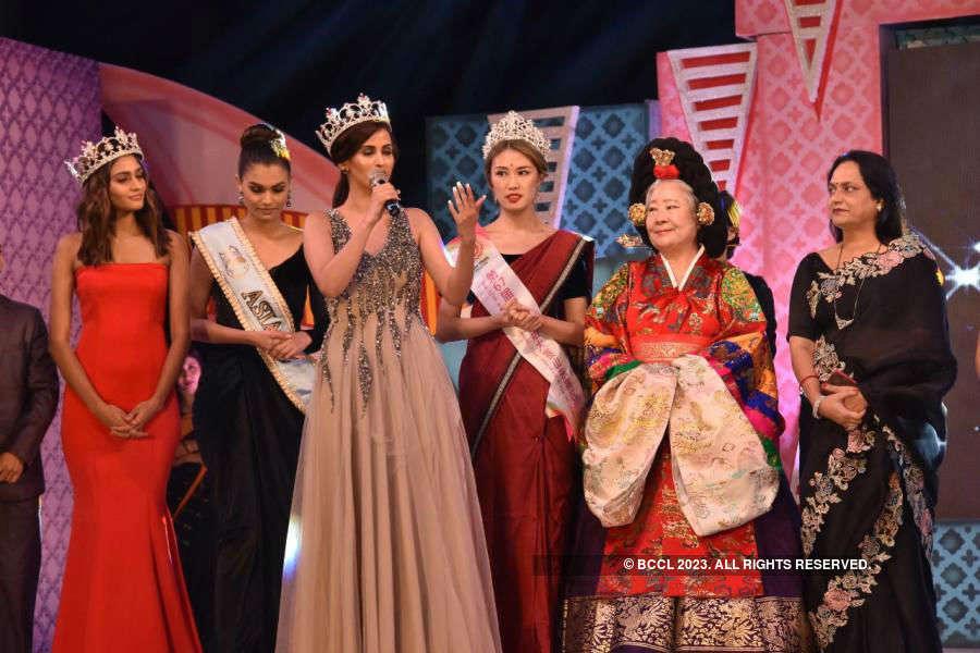 Beauty queens judges 'KIIT Nanhipari Little Miss India 2019'