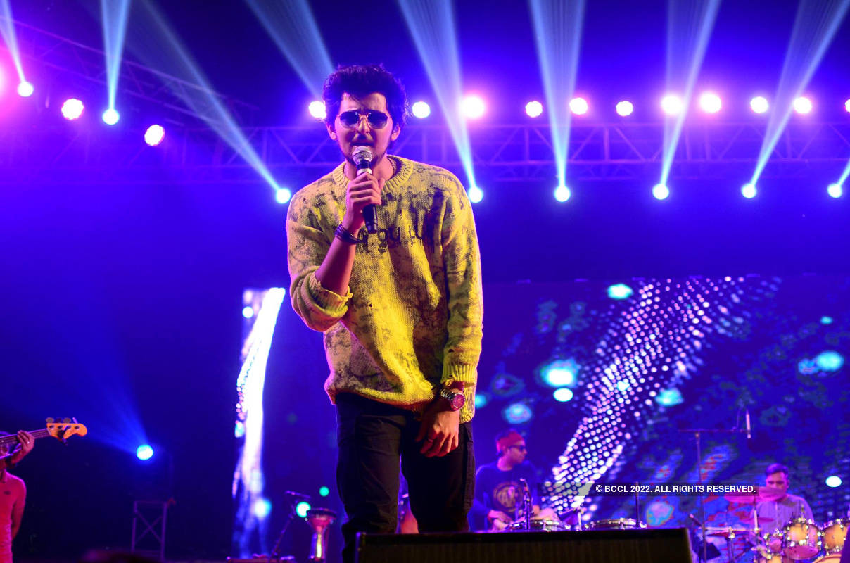 Darshan Raval's high voltage performance in Prayagraj