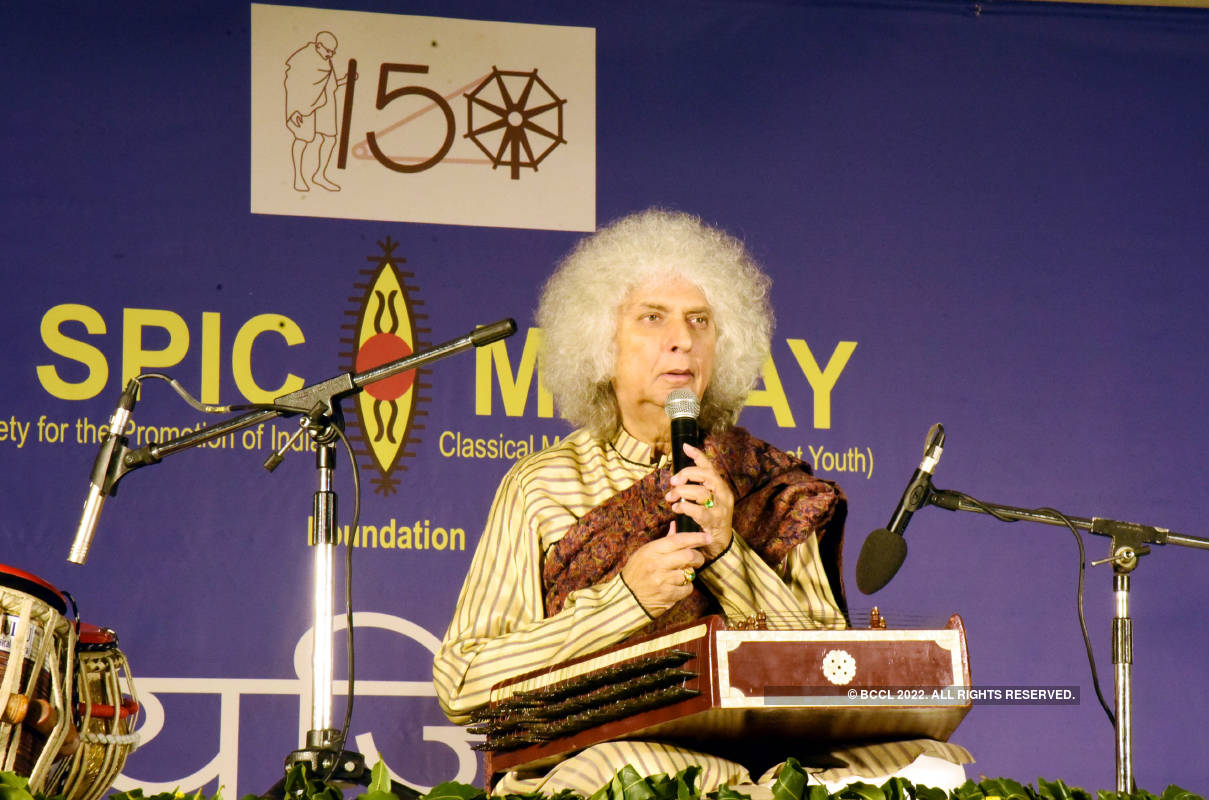 Pandit Shiv Kumar Sharma charms Jaipur with his santoor recital