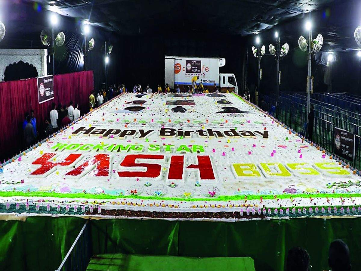 Miraculous Yashs Gala Birthday Bash 5 700 Kg Cake Fireworks 216 Ft Cut Personalised Birthday Cards Paralily Jamesorg