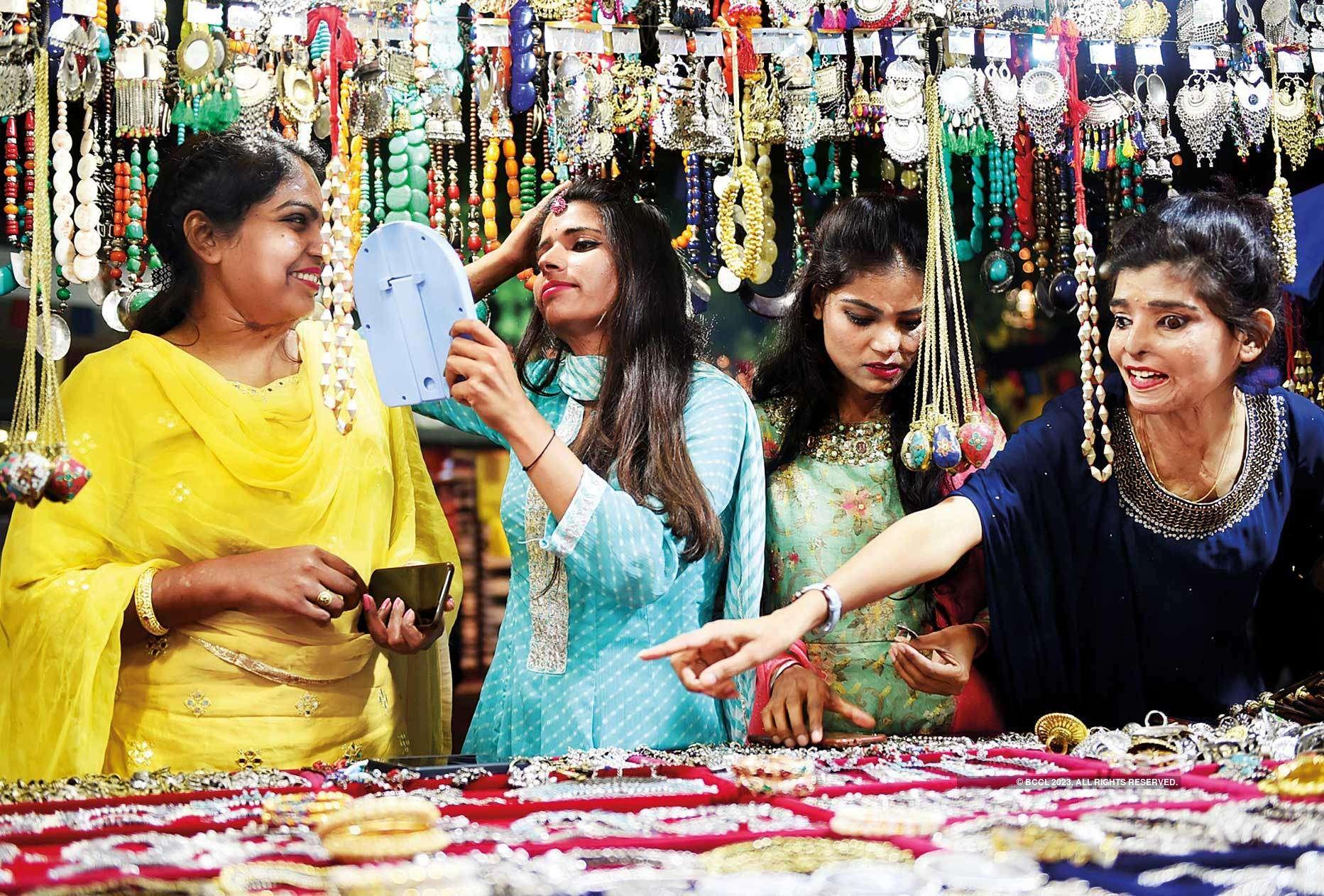 (L-R) Bala Prajapati,  Jeetu Sharma, Kunti Soni and Ritu Saini at Dilli Haat