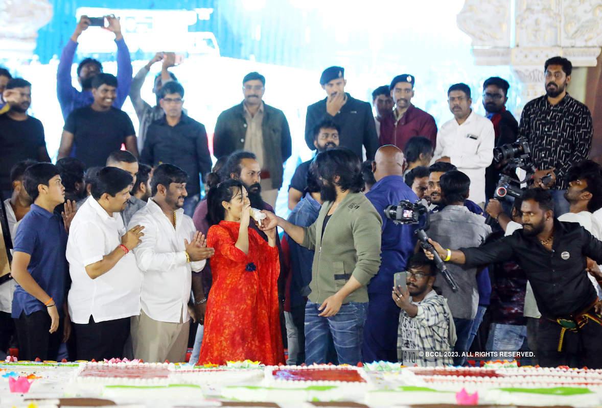 216-ft cut out, 5,700-kg cake marked Yash's gala birthday celebrations