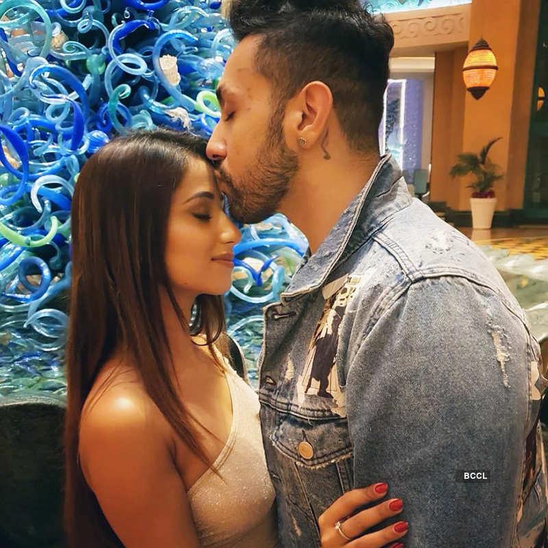 Glamorous pictures of Adhyayan Suman's girlfriend Maera Mishra go viral…