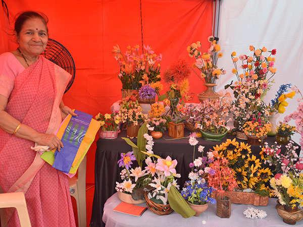 75-year-old-Vaishali-Chitale-Maker-mela's-senior-most-maker-showcasing-her-creation-made-from-polythene-bags-at-Somaiya'S-Maker-Mela