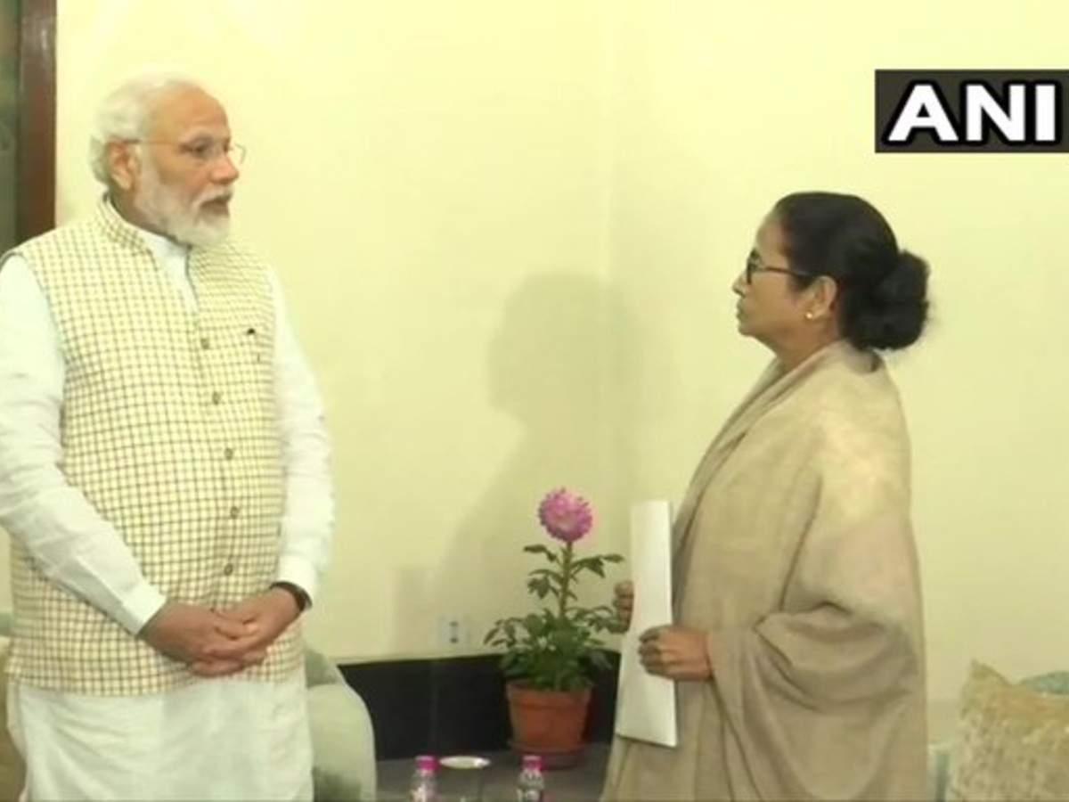 PM Modi and Mamata Banerjee meet at Raj Bhawan