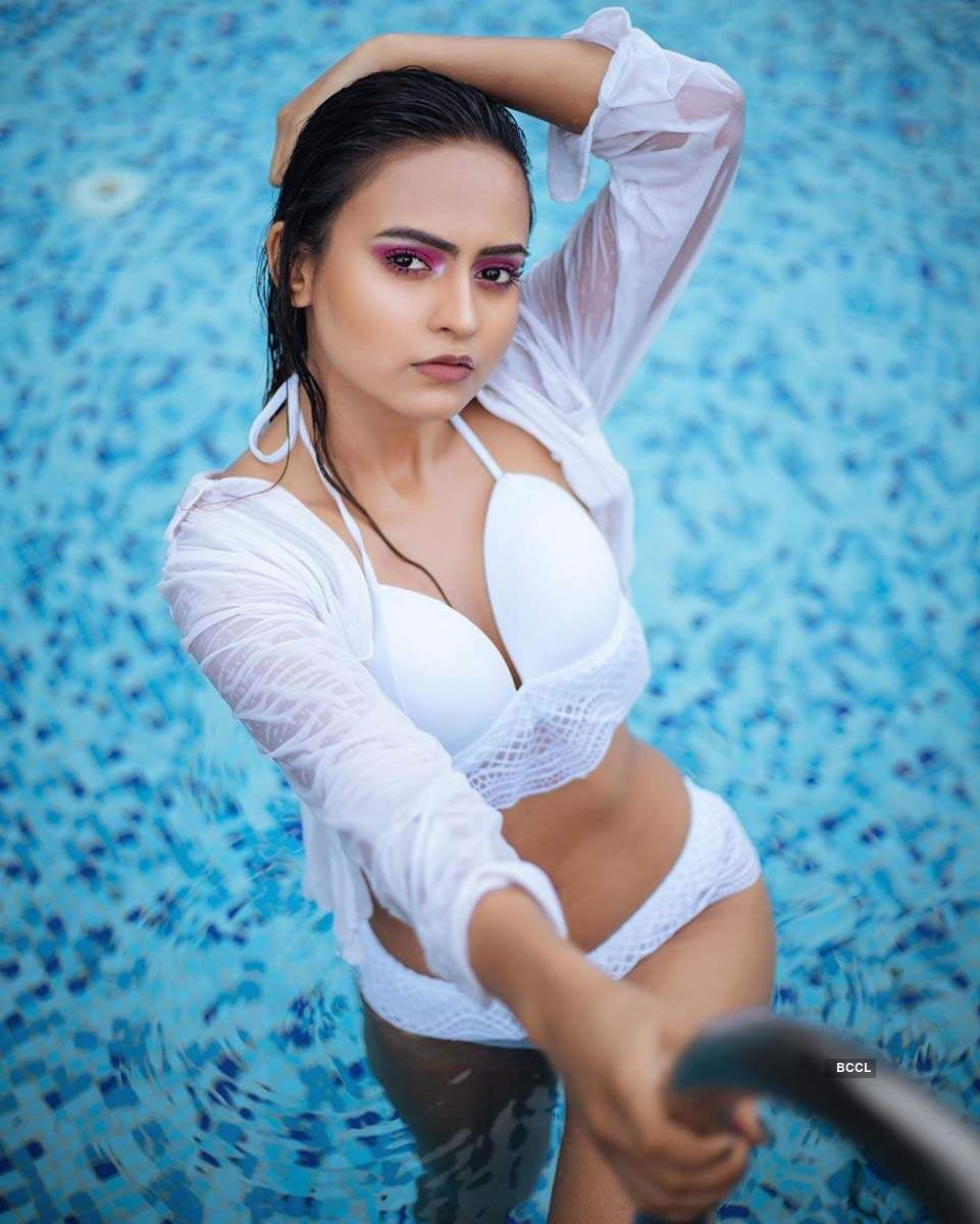 Bhavya Singh sets the temperature soaring with her pictures on social media