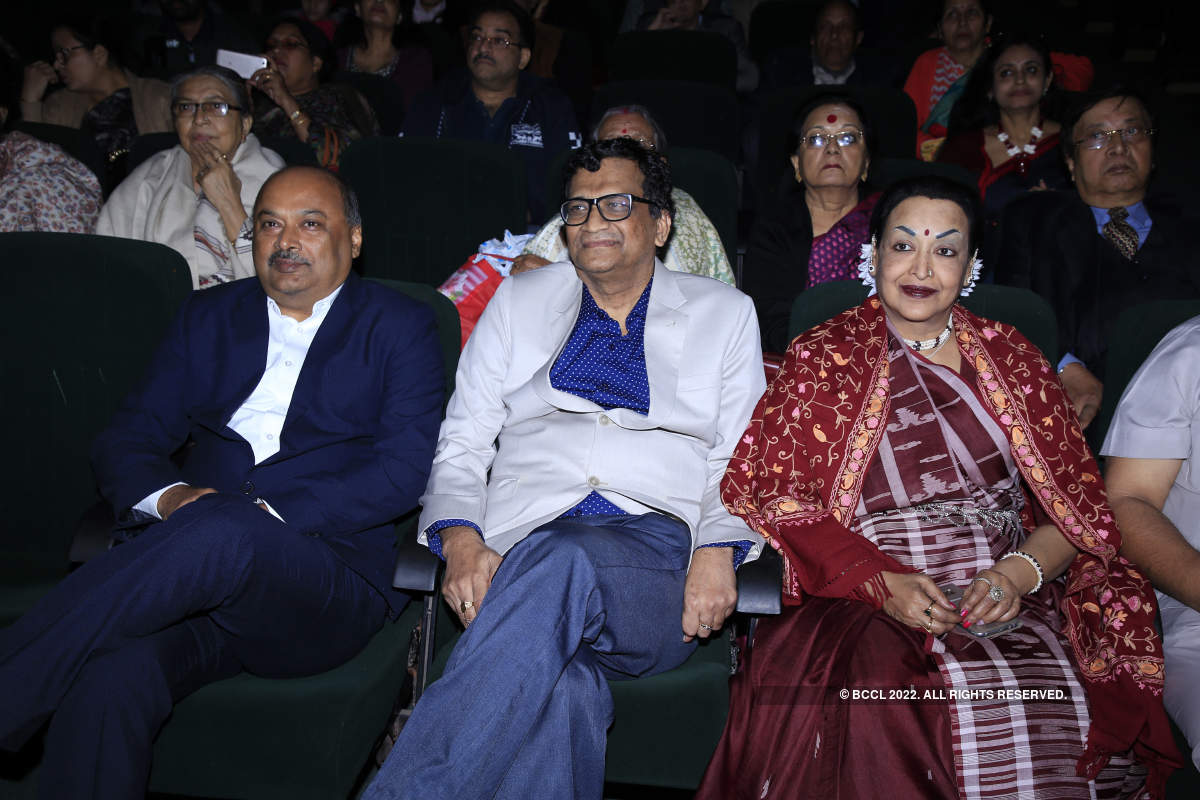 Celebs attend an operatic presentation