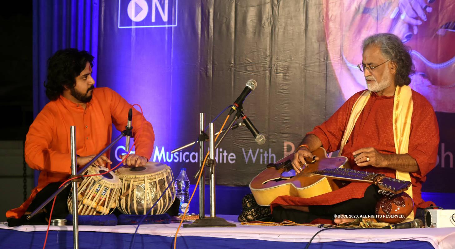 Abhishek Mitra and Pt Vishwamohan Bhatt perform live at an event