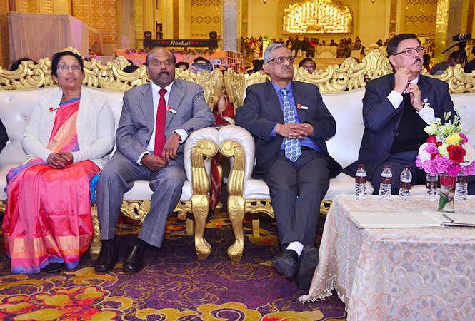 KV Vincent Along with his wife (Left), Sudhir Joshi, Lancelot J. Fuller (BCCL)