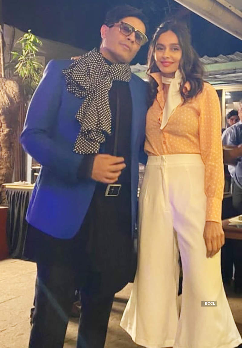 Amid wedding rumours, Farhan & Shibani step out in retro style for Javed Akhtar's birthday